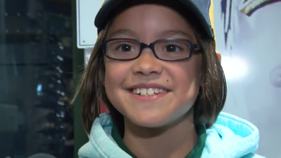 Brewers 9-year old anthem singer relies on years of big league experience