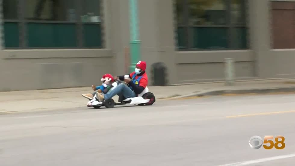 'Milwaukee Mario' spreads smiles and joy through downtown
