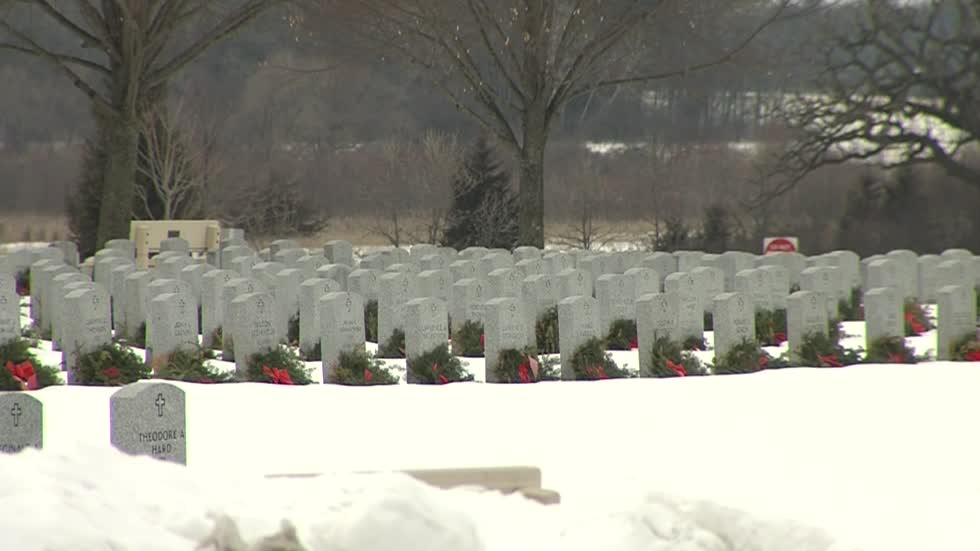 Hundreds pay respects to veteran they did not know