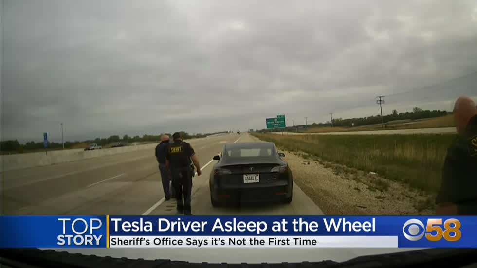 Driver allegedly slept behind wheel of Tesla traveling 80mph...