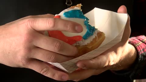 "Wauwatosa bakery creates ""Tide Pod"" doughnut in response to dangerous internet trend"