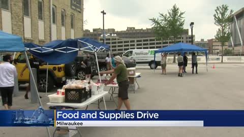 Milwaukee Turners collect food, supplies for families in need