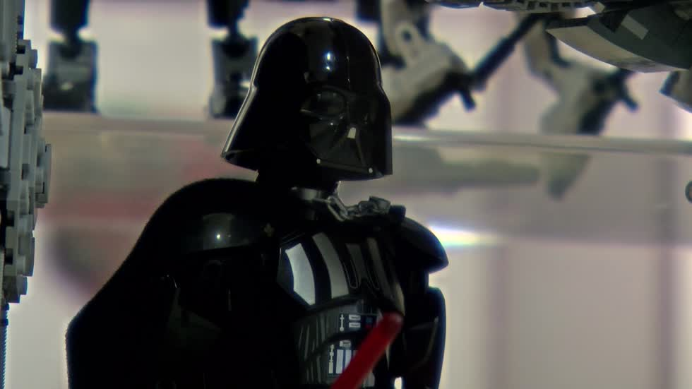 Milwaukee War Memorial showcases 'Star Wars' LEGO exhibit...
