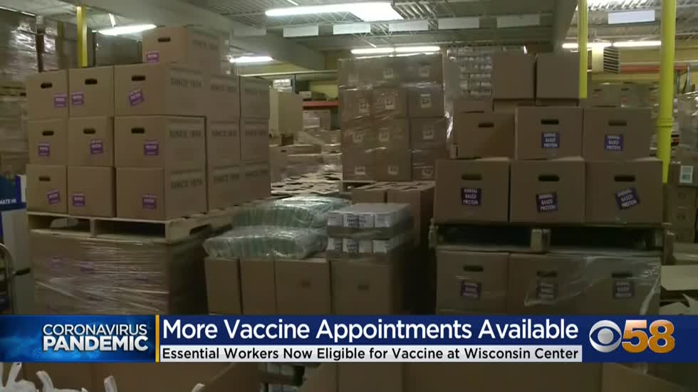 Bus drivers, grocery store staff, essential employees able to sign up for vaccines at Wisconsin Center