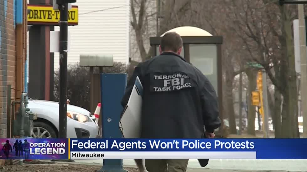 Who are the federal agents being sent to Milwaukee?