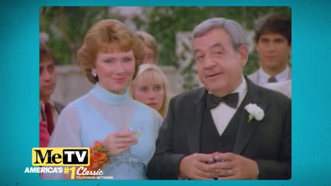 Tom Bosley toasts the audience at the end of Happy Days